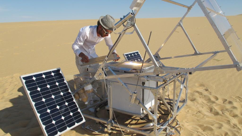 Markus Kayser all'opera nel deserto con il suo SolarSinter