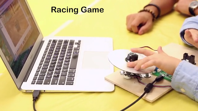 L'interfaccia collegata a sensori diversi diventa il controller per un videogioco