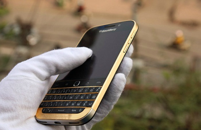 BlackBerry-classic-oro