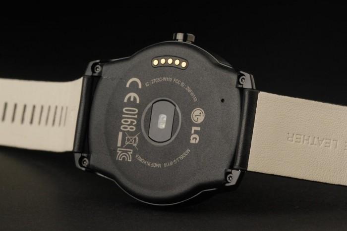 LG G Watch R retro
