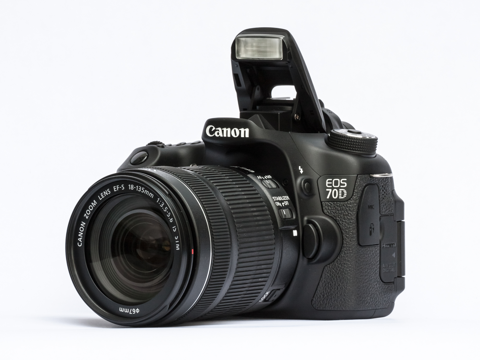 Canon EOS 70D con flash aperto