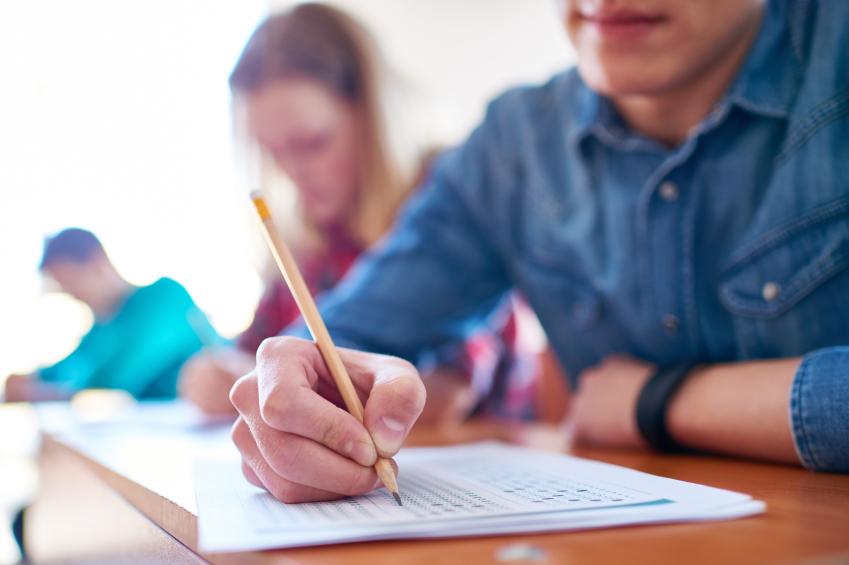 Invalsi, gli studenti di terza media alle prese con l'esame più temuto