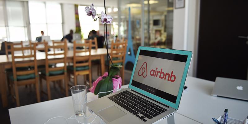 affitti brevi come funziona tassa airbnb al 21 chi paga quanto scadenze e regole per. Black Bedroom Furniture Sets. Home Design Ideas