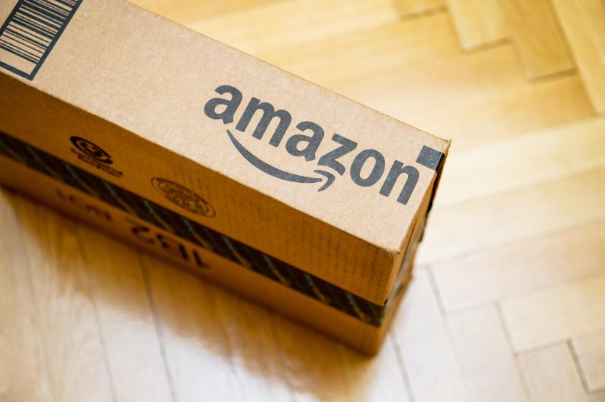 """L'Agcom diffida le società del gruppo Amazon: """"Svolgono un servizio postale senza averne titolo"""""""